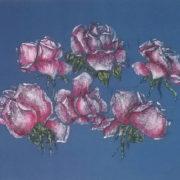 Vera LOwen Composizione di rose su seta blu